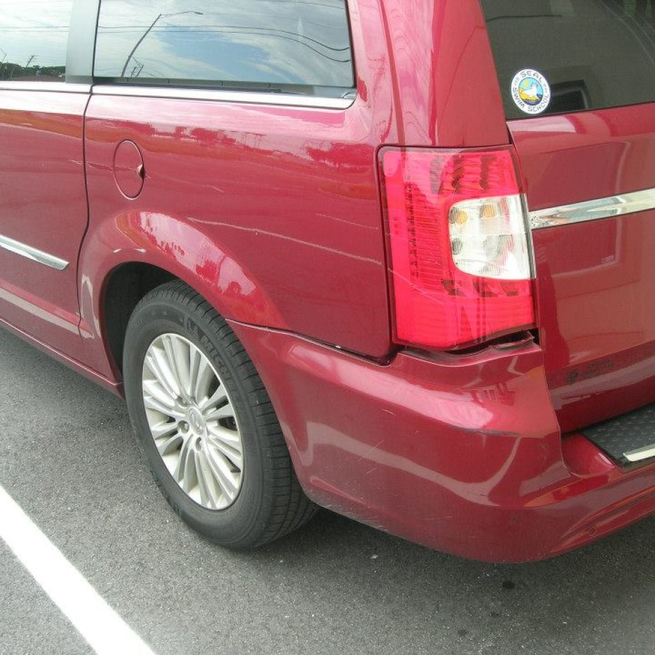 2012 Chrysler Town and Country van Limited